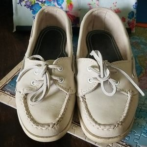 Cole haan boat shoes 6.5